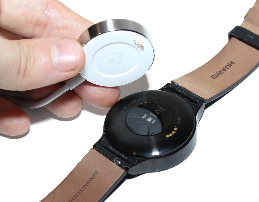 Huawei Watchin lataaminen tapahtuu mukana toimitettavalla erikoislaturilla a33f9ffef0