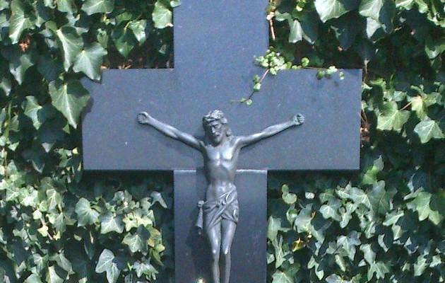 kuolleet hautakivi
