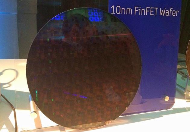 Samsungin 10 nanometrin viivanleveydellä täytetty piikiekko