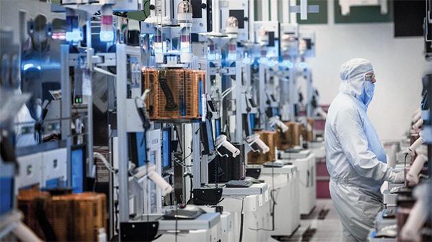 Kuva Intelin tuotantolaitoksesta