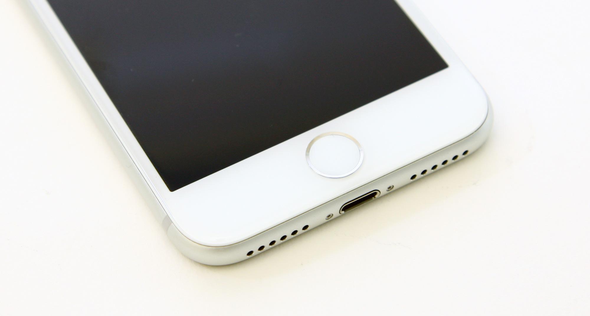 Voitko kytkeä kaksi näyttöä MacBook Pro