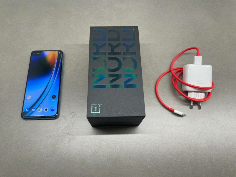 OnePlus Nord 2 5G myyntipakkaus